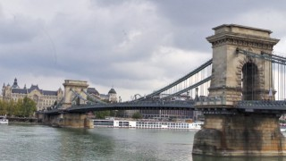 【ハンガリー】恋人達が願いをこめる「セーチェーニ鎖橋」をお散歩