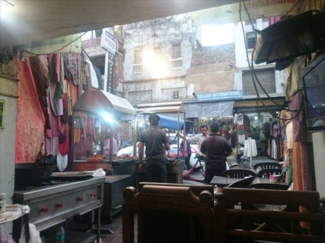 食べ比べも楽しい!本場インドのバターチキンカレーとナンのお店