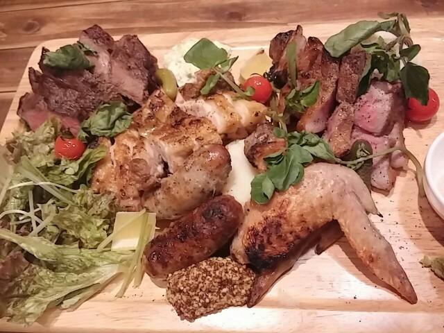 コンセプトは肉系居酒屋!馬、鶏、牛、豚の様々な肉を楽しむ「肉十八番屋」