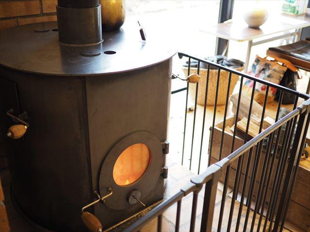 変わった縁側を発見!温泉+カフェ+ゲストハウスのある元湯