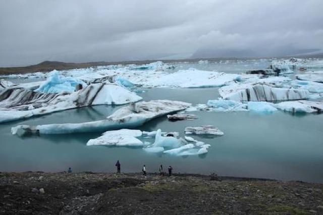 【アイスランド】神秘的な光景がそこに!水陸両用車で氷河クルーズ