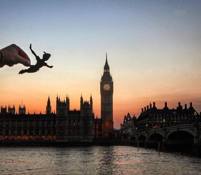 英国人フォトグラファーが魅せるイギリスの風景とディズニーキャラクターのコラボ