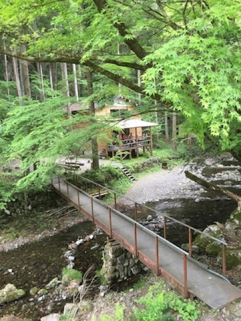 新宿から1時間30分弱で着くパワースポット神戸岩