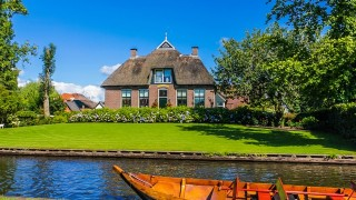 車は入れません。「オランダのヴェネツィア」と呼ばれる静寂の村ヒートホールン