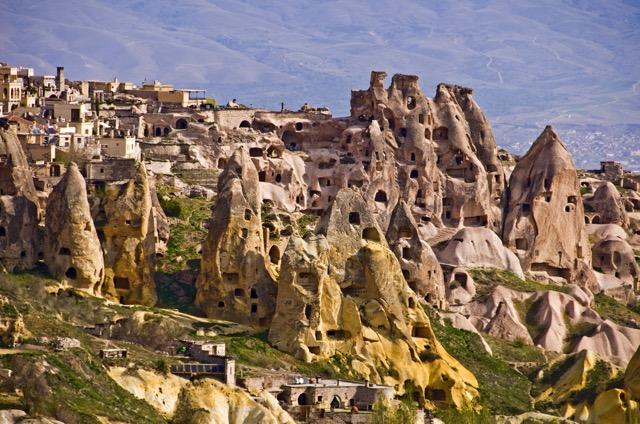 トルコの新名物!カッパドキア奇岩群に投影される壮大な3D 映像ショー