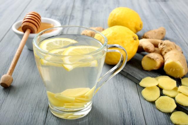 梅雨の冷え対策にも!セレブの朝習慣、ホットレモンウォーターがもたらす健康メリットとは