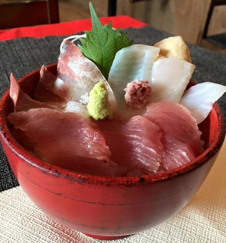新宿から電車で80分の小田原。とれとれピチピチの地魚を食べに行こう。