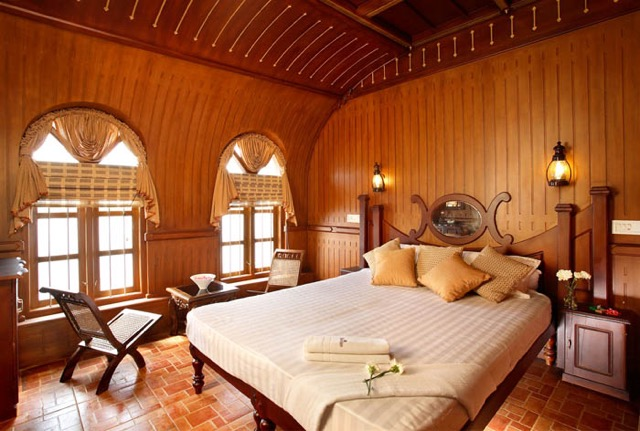 ハネムーンは南インドに決定?秘境ケララで魅惑のハウスボートトリップ