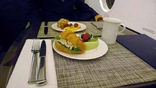 37分の贅沢な時間。プライベートジェット「羽田~名古屋」の機内食
