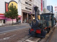 夏目漱石の「坊っちゃん」にも登場。機関車で訪れる日本最古の温泉道後温泉