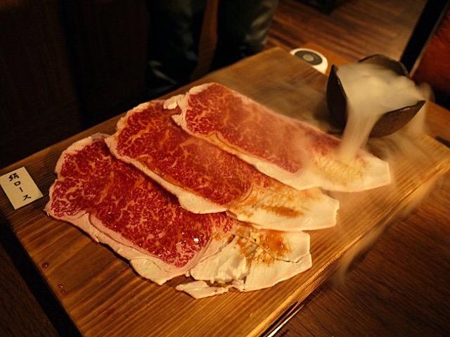 これぞ銀座の焼肉!必ず食べてほしい、厳選わさびでとろける絹ロース
