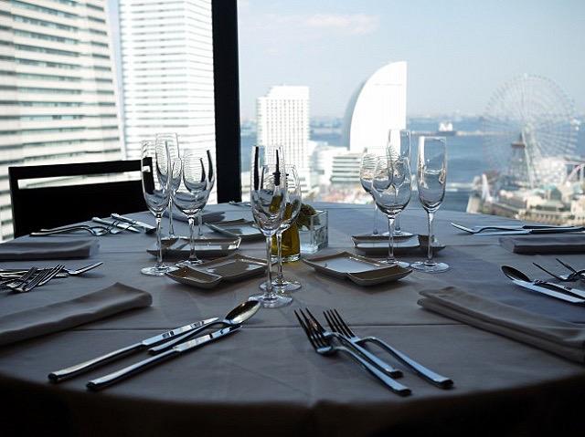 横浜の絶景を眺めながらの平日限定ランチ。マダムの隠れ家的レストラン
