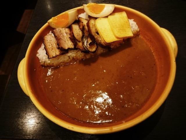 【日本橋】スモーキーな香りに包まれる。燻製好き必見「燻製カレー」