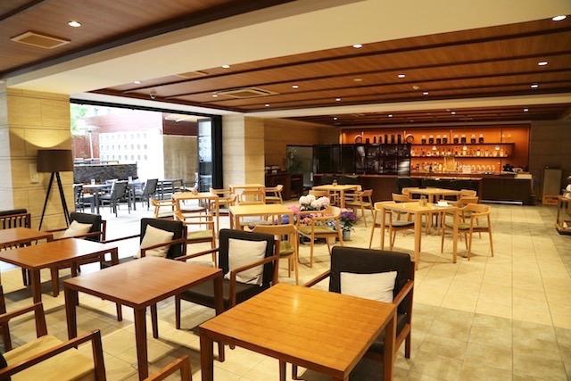 【京都ひとり旅に】カフェのようなラウンジが居心地よすぎる「サクラテラス」