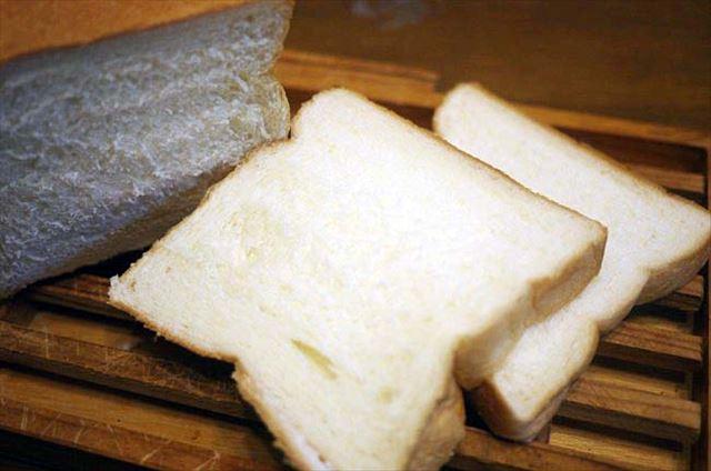 卵不使用。焼かずにそのまま食べる高級「生」食パン「乃が美」