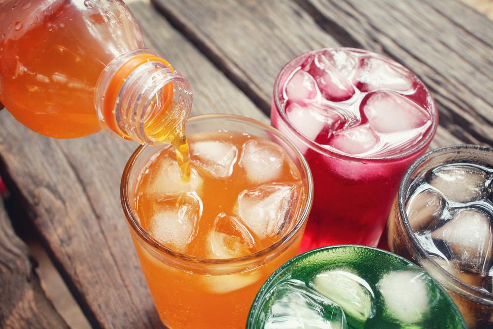1日にペットボトル飲料を2本以上飲む人は要注意!夏に注意したい「ペットボトル症候群」