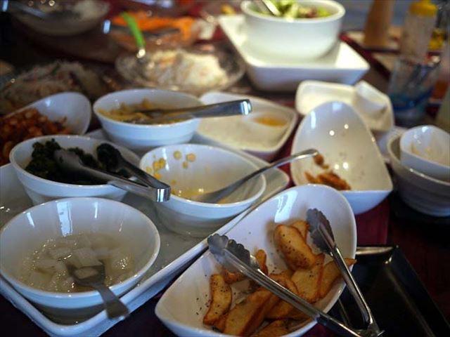 【神楽坂】ランチのサラダブッフェが嬉しい。牡蠣屋バルでランチ