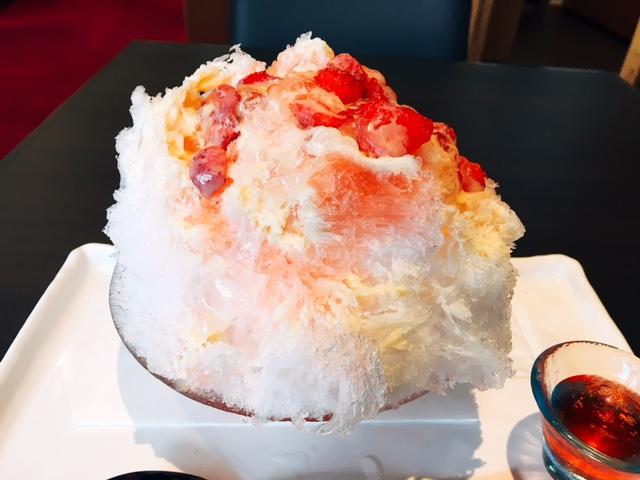 和菓子屋さんが自社蜜で作る!暑い日に恋しい苺シロップの氷「香炉庵」