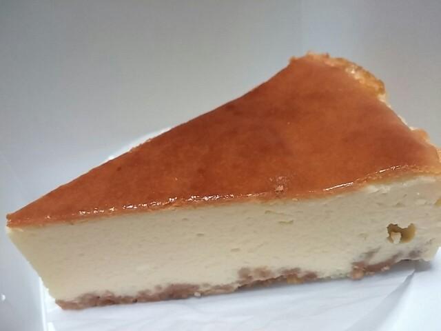 画像を見たら食べたくなる。個性的な形の縦割りショートケーキを求めて