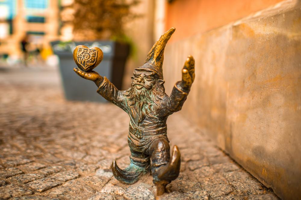 海外一人旅!初心者・女性にもおすすめの国はどこ?/第12 回「ポーランドで中世の街と可愛い陶器に出会う」