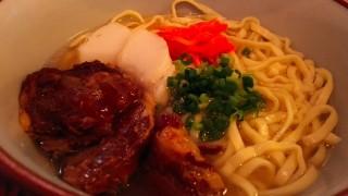 料理を1000円以上頼むと泡盛・焼酎が無料!最強コスパの沖縄料理