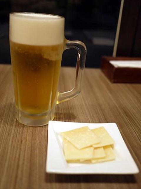 ホワイトソースと海老がうまいガレット。お酒がすすむ料理が自慢「ハース」