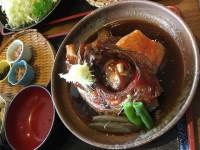 【南伊豆グルメ】甘い煮汁がたまらない!漁師風こってり甘辛金目鯛の煮付けが美味すぎる