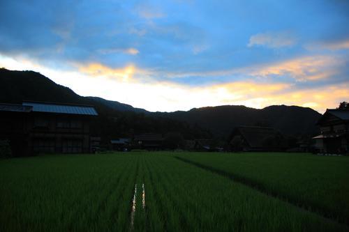 白川郷の民宿「文六」をご紹介。日本の昔の夜を体感しよう