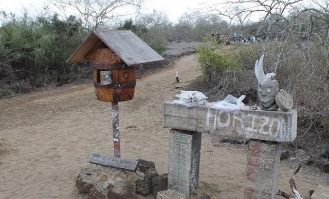 届くかどうかは運次第。旅人が手紙を運ぶガラパゴス諸島の無人郵便局
