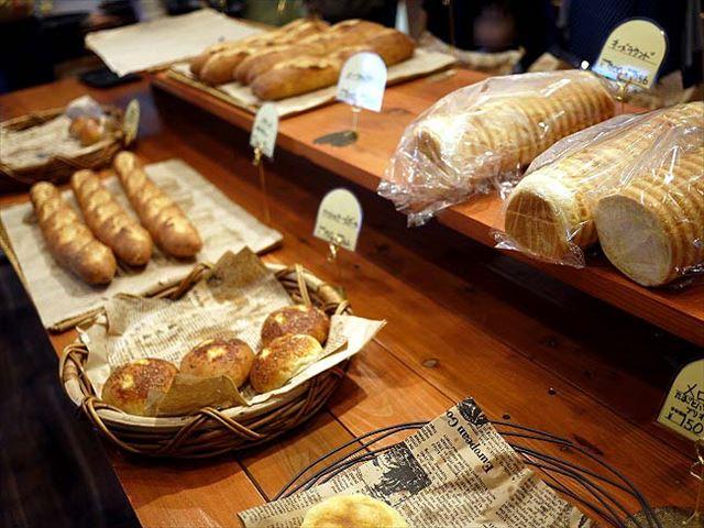 売れすぎて売り切れ続出!?人気の「ひげのパン屋」がオープン