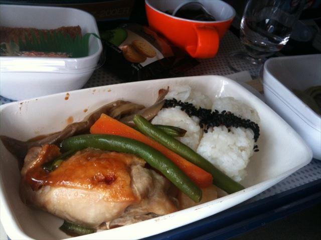 2位はエミレーツ!【最新版】機内食がおいしい航空会社1位は?
