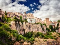 「魔法にかけられた街」スペインにある断崖絶壁の世界遺産の街、クエンカ