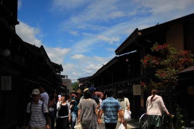 【岐阜】行列のできる坂口屋と飛騨こって牛、飛騨牛にぎりを食べ比べ
