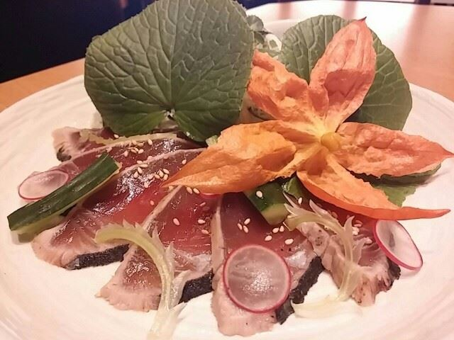 【恵比寿】名古屋コーチンが美味い。アクアリウム的居酒屋「地鶏小町」