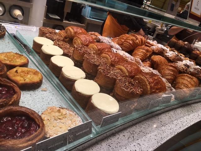 朝日を浴びながらラスベガスの朝食。長蛇の列が出来るパティスリー屋さん