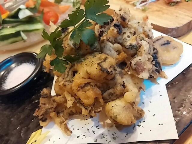 肉と魚をカジュアルに。日本酒を少量ずつ注文できる蒲田のお店