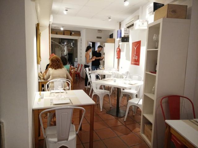 バレンシアの旧市街で美味しいワインとこじゃれた創作タパスが食べれるバル