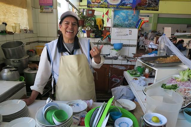 クスコの市場で食べ歩き!カラフルな街並みと美味しすぎるご飯特集