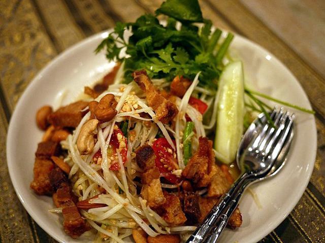 バンコクで一番おいしいと評判のタイ料理店。タイの宮中料理をご賞味あれ!