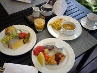 南国フルーツ食べ放題!作り立てオムレツとタイ料理を楽しめるホテルの朝食