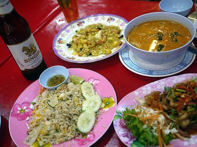 絶品タイ料理に感動。タイのナイトマーケットで一番人気のお店