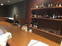 愛犬と一緒に食事やバータイムを楽しめる。軽井沢のホテルでの美味しい夕食