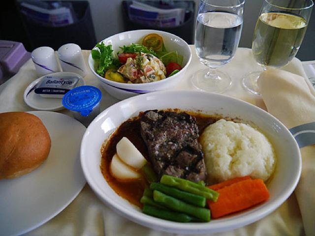 機内食レポート。ビジネスクラスで行くチャイナエアライン「成田~台北」