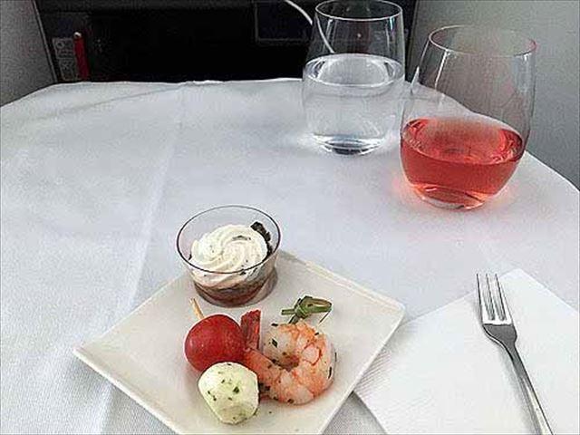 ANA(全日空)「パリ~成田」ビジネスクラスの機内食をレポ