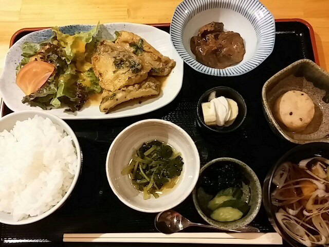 【馬喰横山】テレビでも紹介!あなたは肉?魚?二択の和定食ランチ