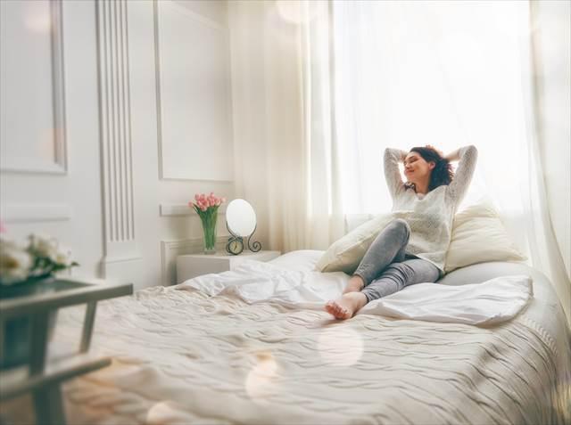 安眠を得るために。あなたの寝室から断捨離したい8アイテム
