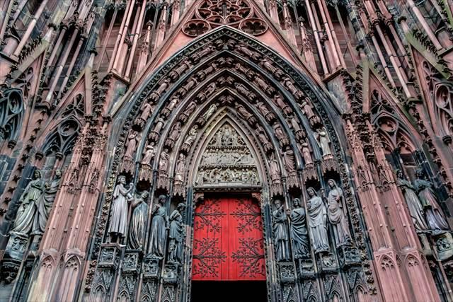 圧倒的な荘厳さ、ヨーロッパの美しい教会7選