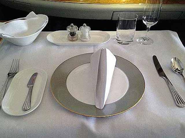 ファーストクラスの機内食レポ!エミレーツ航空「ドバイ~羽田」