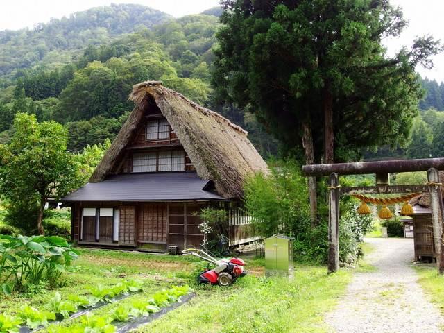 【世界遺産】雪のない集落もいい。白川郷・五箇山の朗らかな緑に癒される