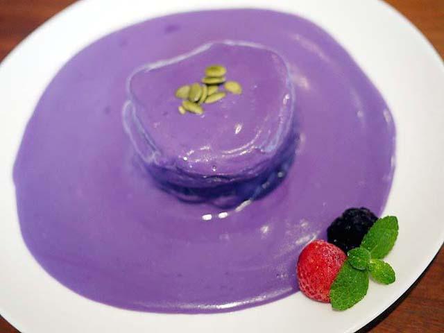 【三軒茶屋】ハワイで人気の紫色のパンケーキ!口の中でとろける驚きの美味しさ!